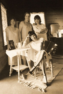 Musical Migrants; Ann Savoy in her Louisiana kitchen on the BBC